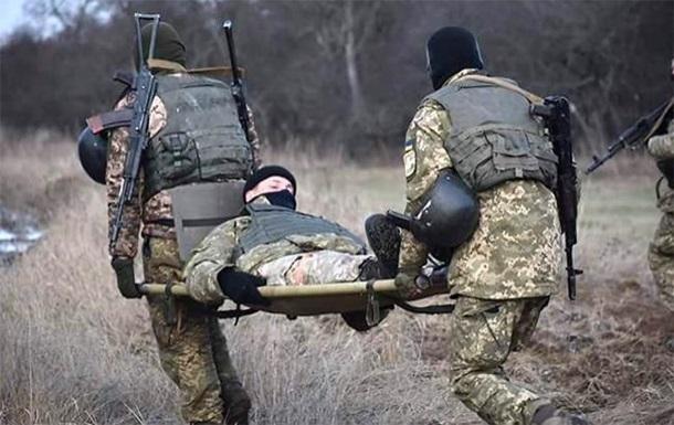 На Донбассе снова ранены двое украинских военных
