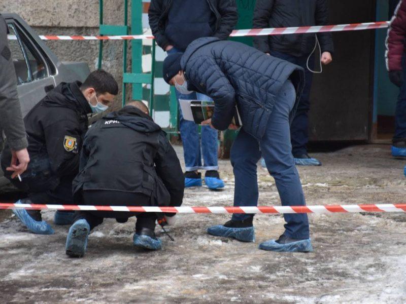 Голый, обмотанный кишками и с отрезанной головой отца в руках, – жуткое убийство в Одессе