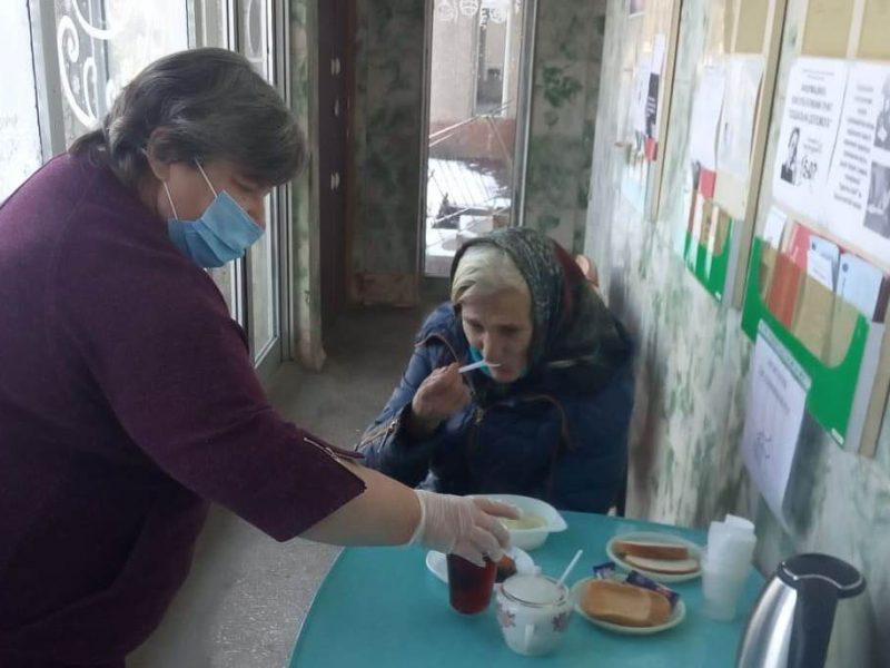В Николаеве для бездомных работают пункты горячего питания и выдачи теплой одежды (ФОТО)