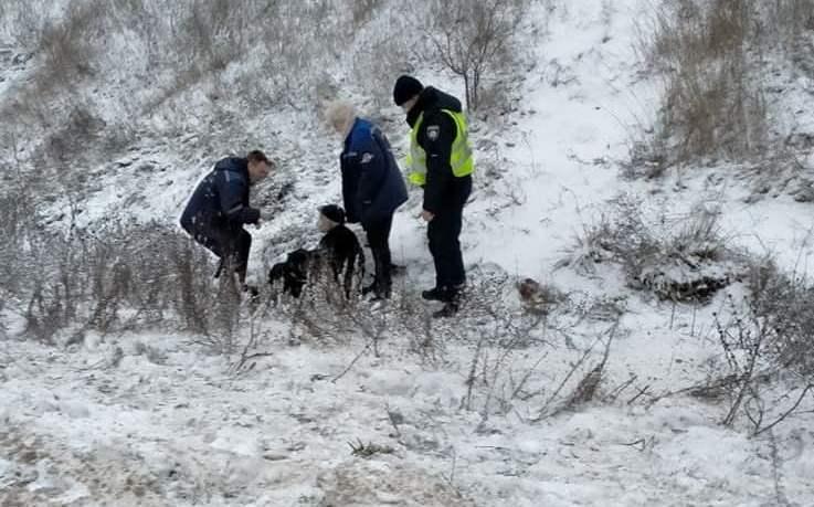 Не дали замерзнуть: николаевские патрульные спасли пожилого мужчину, который повредил ногу у Зайчевского (ФОТО)