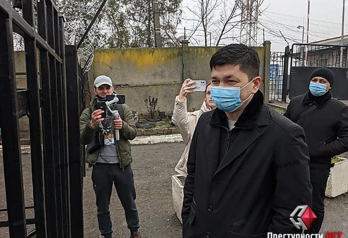 """Киевская налоговая милиция """"заблокировала""""  Нефетбазу, туда приехал николаевский губернатор"""