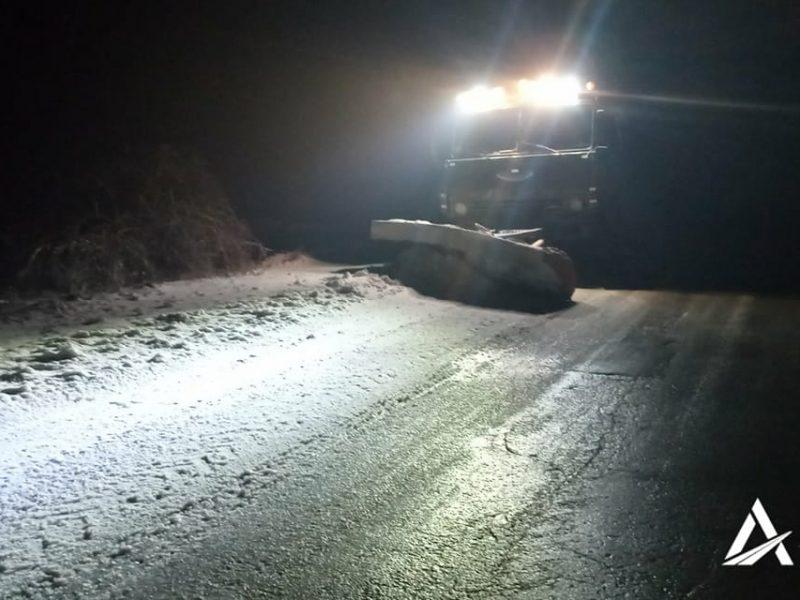 За ночь на дороги Николаевщины высыпано почти 400 тонн песчано-солевой смеси