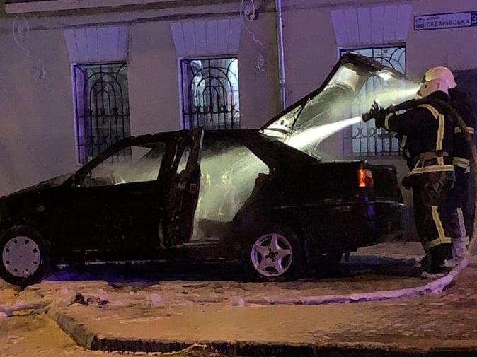 Вечером и ночью в Николаеве горели два автомобиля (ФОТО) 1