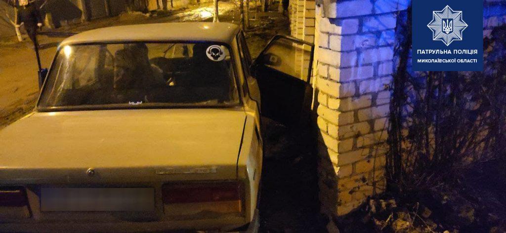 В Николаеве патрульные задержали пьяного водителя, который совершил ДТП (ФОТО) 1
