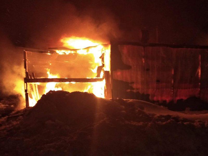 Сено-солома, гараж и сарай: что тушили спасатели Николаевщины ночью