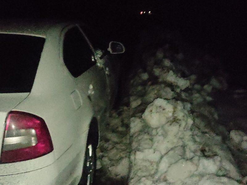 Не везло «Шкодам»: на Николаевщине спасатели дважды вытаскивали автомобили из ловушек