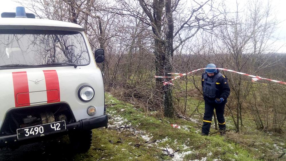 Лежал и пока никого не трогал: обезврежен артснаряд, найденный в лесополосе в Снигиревском районе (ФОТО) 1