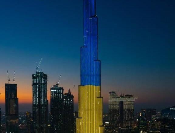 Самый высокий небоскреб в мире засиял цветами украинского флага (ФОТО)