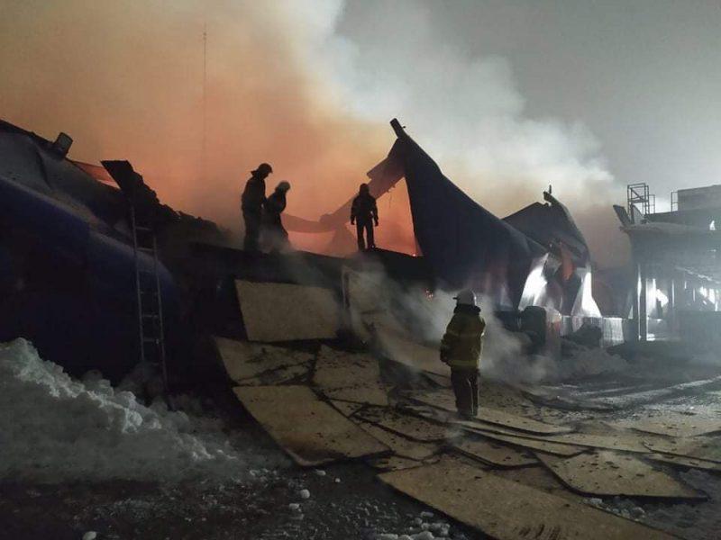 В Первомайске ликвидировали пожар в гипермаркете «Эпицентр» (ФОТО)