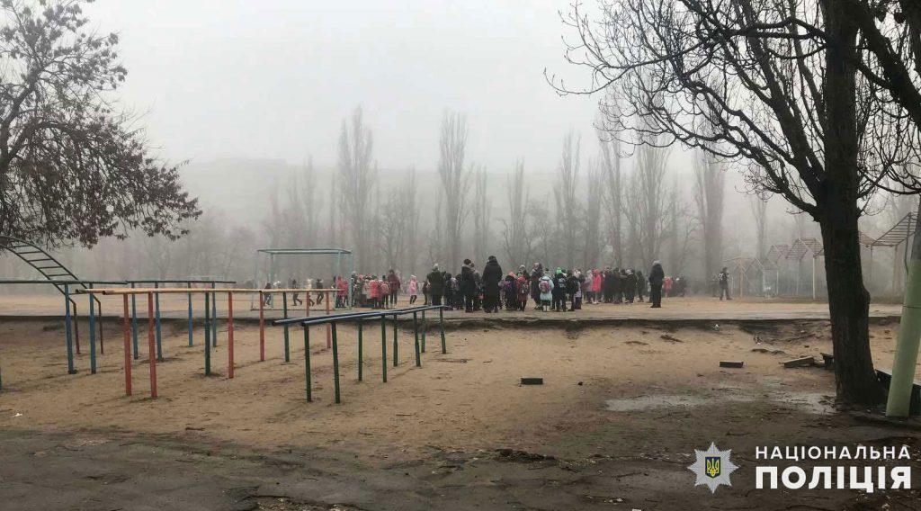 """Не нашли: полиция проверила 4 """"заминированные"""" школы в Николаеве (ФОТО) 3"""