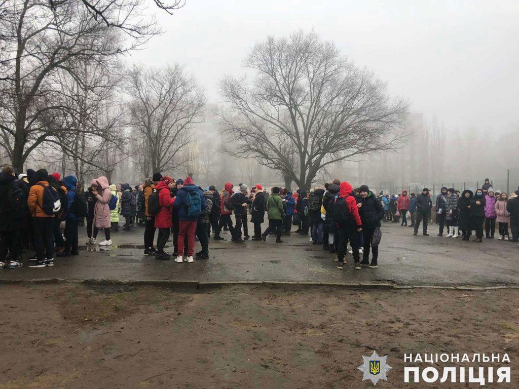 """Не нашли: полиция проверила 4 """"заминированные"""" школы в Николаеве (ФОТО) 7"""