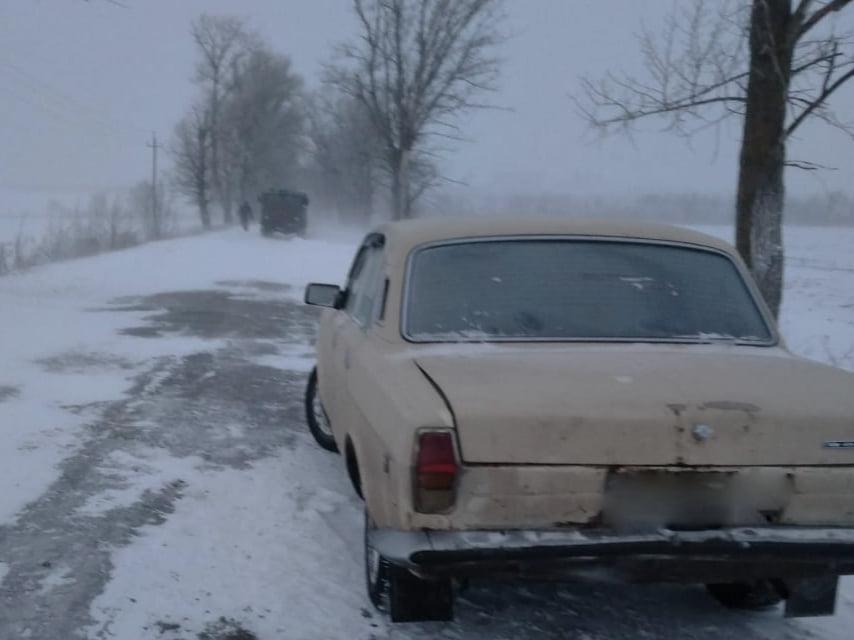 На Николаевщине из-за снега и гололеда машины не могли проехать по дорогам. Выручали спасатели (ФОТО) 3