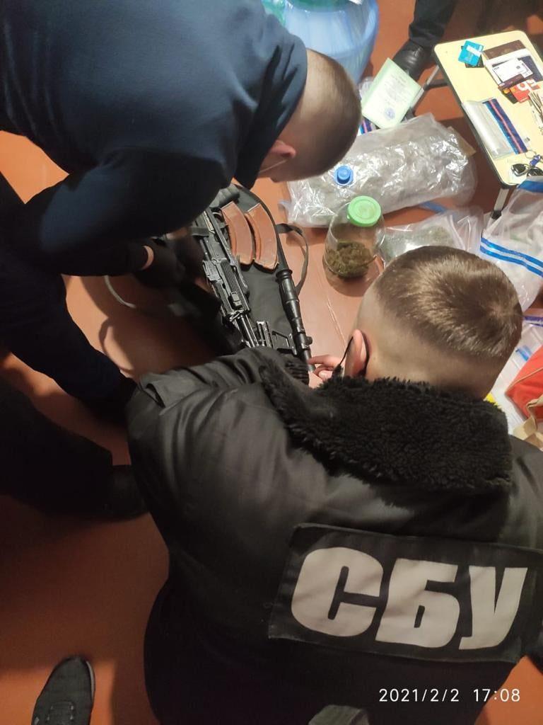 В Николаеве задержали члена преступной группировки, распространявшей тяжелые наркотики (ФОТО) 1