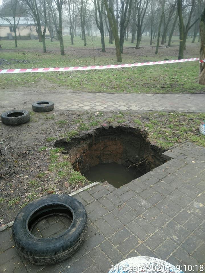 Николаев уходит под землю: еще один провал грунта возле школы №19 (ФОТО) 3