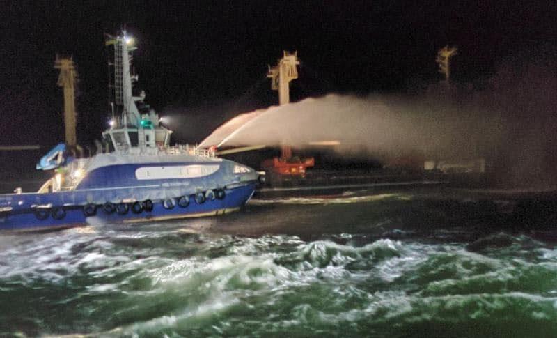 Пожар на сухогрузе в районе Рыбаковки тушил буксир «Нибулона». Экипаж спасен (ФОТО, ВИДЕО)