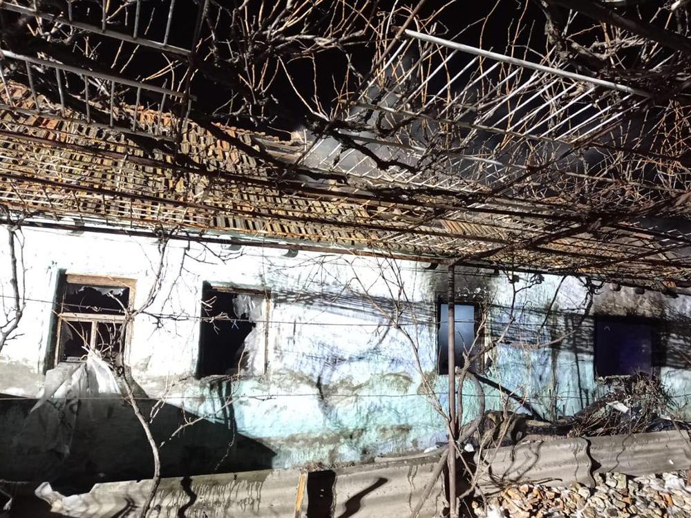 В Вознесенске пожарные тушили жилой дом (ФОТО) 1