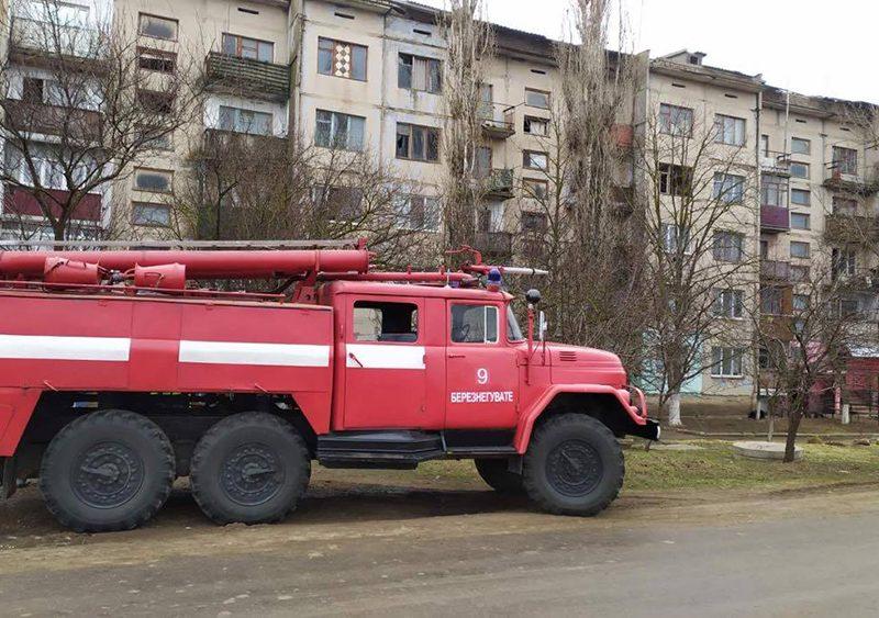 На Николаевщине утром загорелась квартира в 5-этажке — там никого не было (ФОТО)