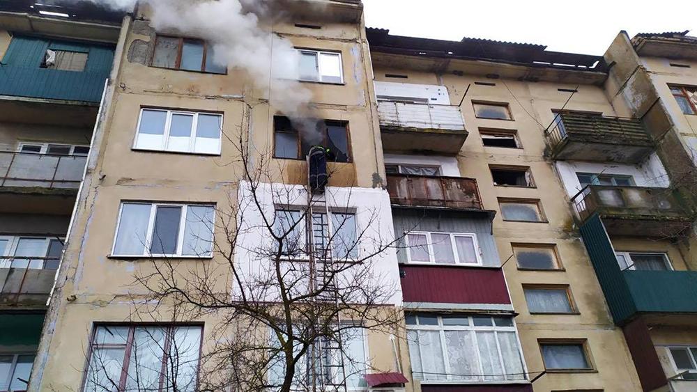 На Николаевщине утром загорелась квартира в 5-этажке - там никого не было (ФОТО) 1