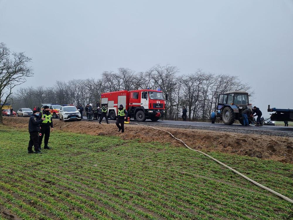 ДТП под Николаевом: в результате лобового столкновения двух фур одна из них загорелась (ФОТО) 3