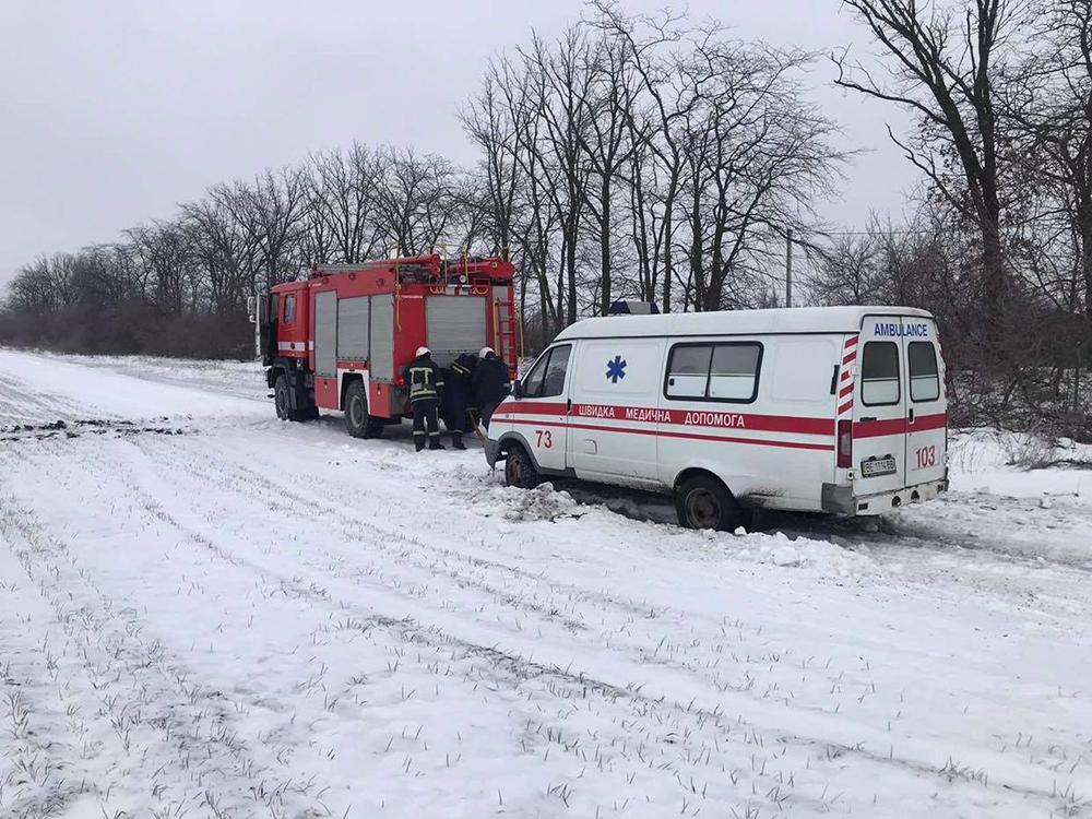 На Николаевщине «скорая» застряла на полевой дороге по пути к пациенту - вытаскивали спасатели (ФОТО) 3