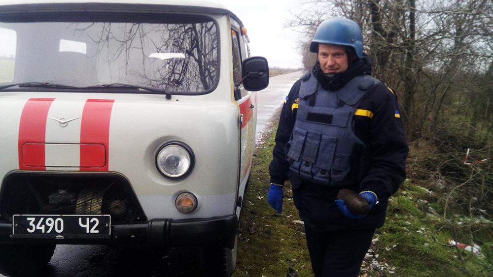Лежал и пока никого не трогал: обезврежен артснаряд, найденный в лесополосе в Снигиревском районе (ФОТО) 3