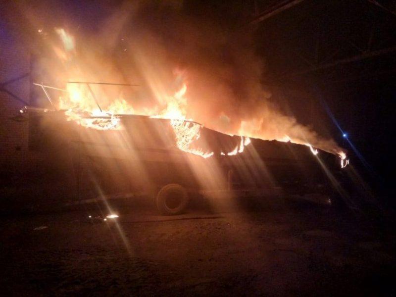 Ночью в Варваровке сгорели катер и шины (ФОТО)