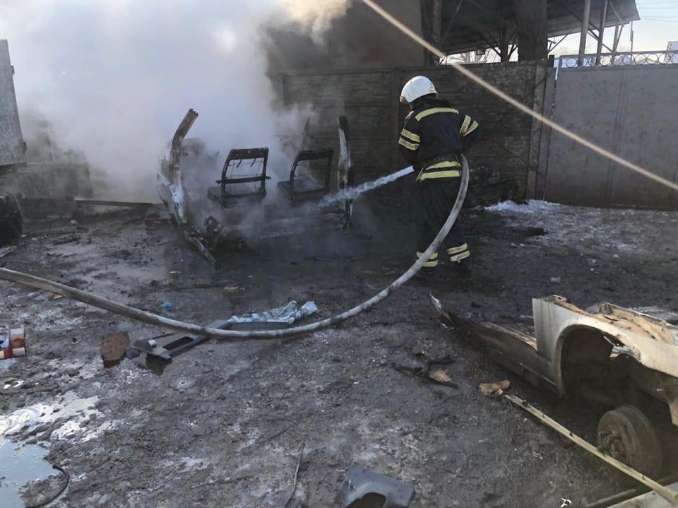 В Николаеве горел каркас авто, в Новой Одессе – летняя кухня (ФОТО) 5