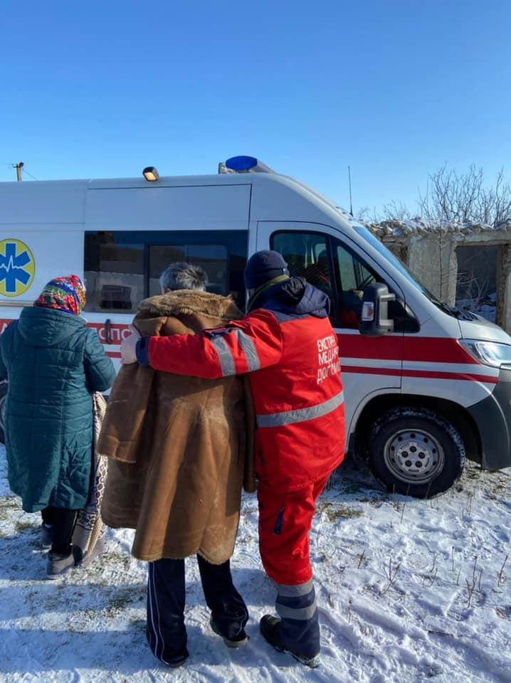 На Николаевщине полицейский вытащил из колодца мужчину, который при -10°С провел там 5 часов (ФОТО, ВИДЕО) 3