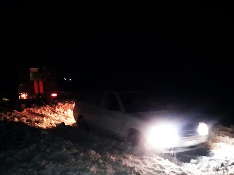 За вчерашний вечер спасатели Николаевщины вытащили из сугробов 4 легковушки (ФОТО)