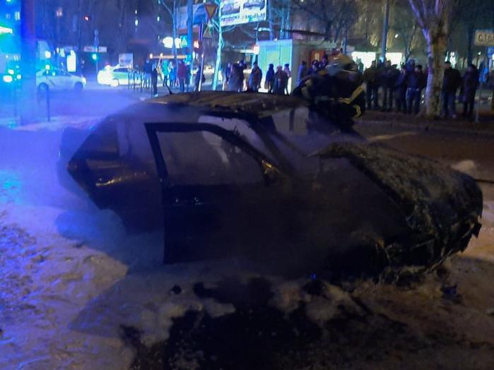 Вечером и ночью в Николаеве горели два автомобиля (ФОТО) 3