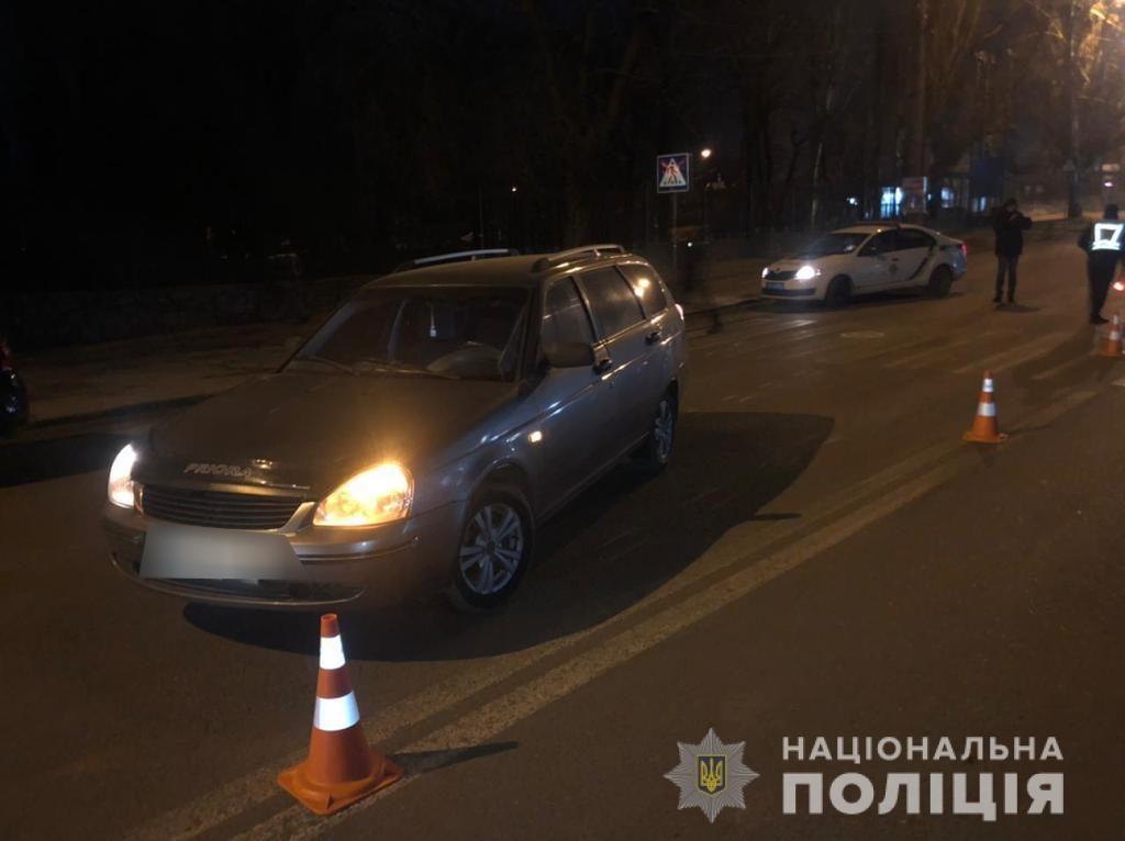 В Николаеве ВАЗ сбил девушку на пешеходном переходе. Кто видел? (ФОТО) 1