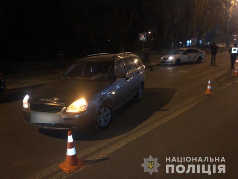 В Николаеве ВАЗ сбил девушку на пешеходном переходе. Кто видел? (ФОТО)