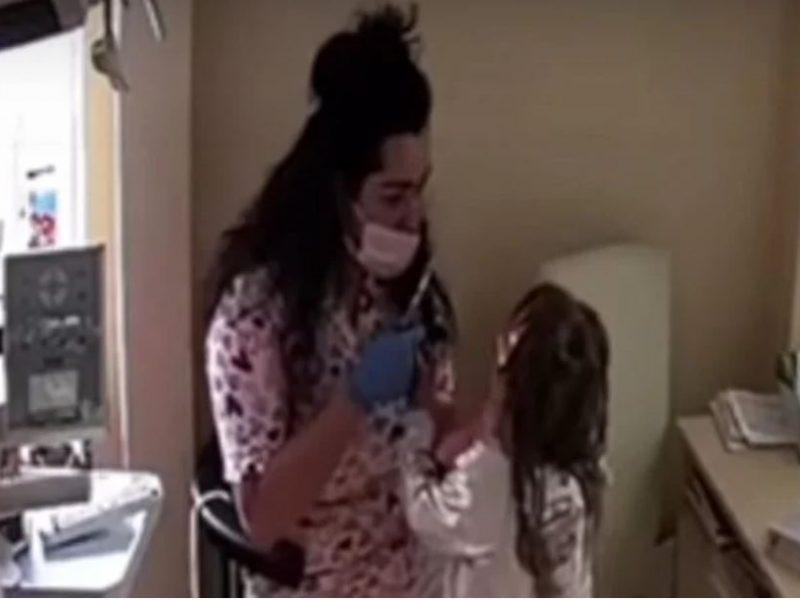 Садисты в белых халатах. Детский стоматолог в Ровно душила и била детей во время приема (ВИДЕО)