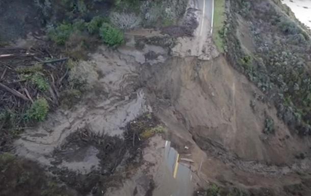 В США исчезла часть знаменитого Калифорнийского шоссе – его смыло в океан (ВИДЕО)