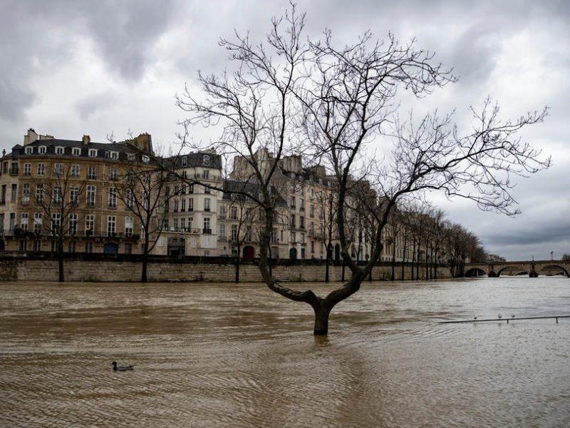 В Париже наводнение – Сена вышла из берегов (ФОТО, ВИДЕО)