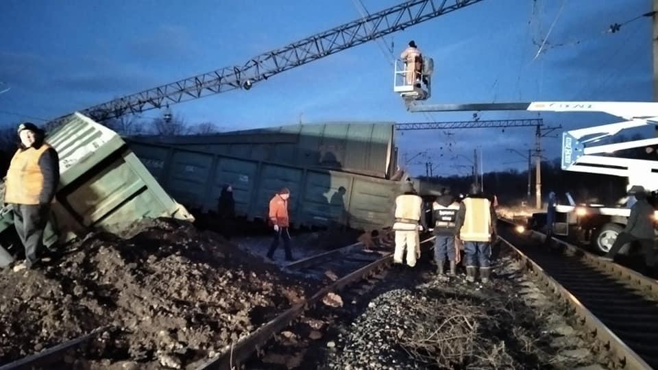 Под Днепром перевернулся поезд, движение заблокировано (ФОТО) 7