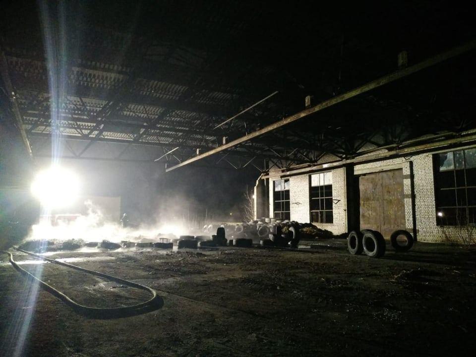 Ночью в Варваровке сгорели катер и шины (ФОТО) 5