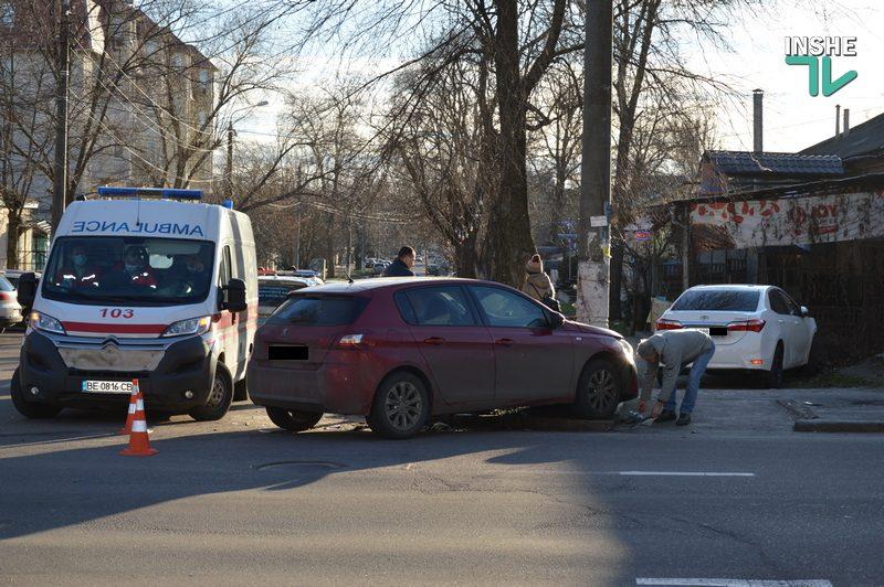Не поделили дорогу: в центре Николаева в ДТП пострадали две иномарки (ФОТО)