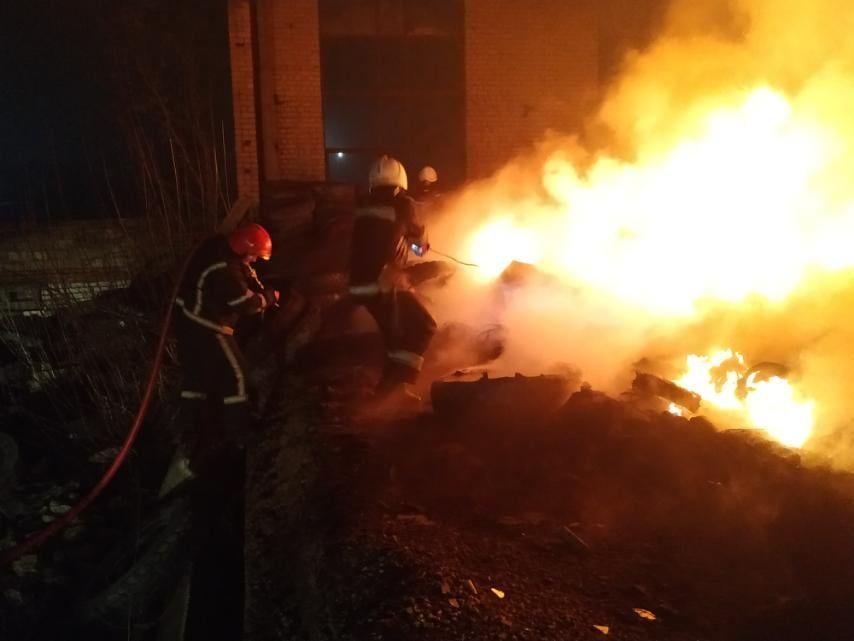 Ночью в Варваровке сгорели катер и шины (ФОТО) 7