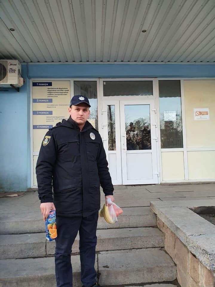 На Николаевщине полицейский вытащил из колодца мужчину, который при -10°С провел там 5 часов (ФОТО, ВИДЕО) 7