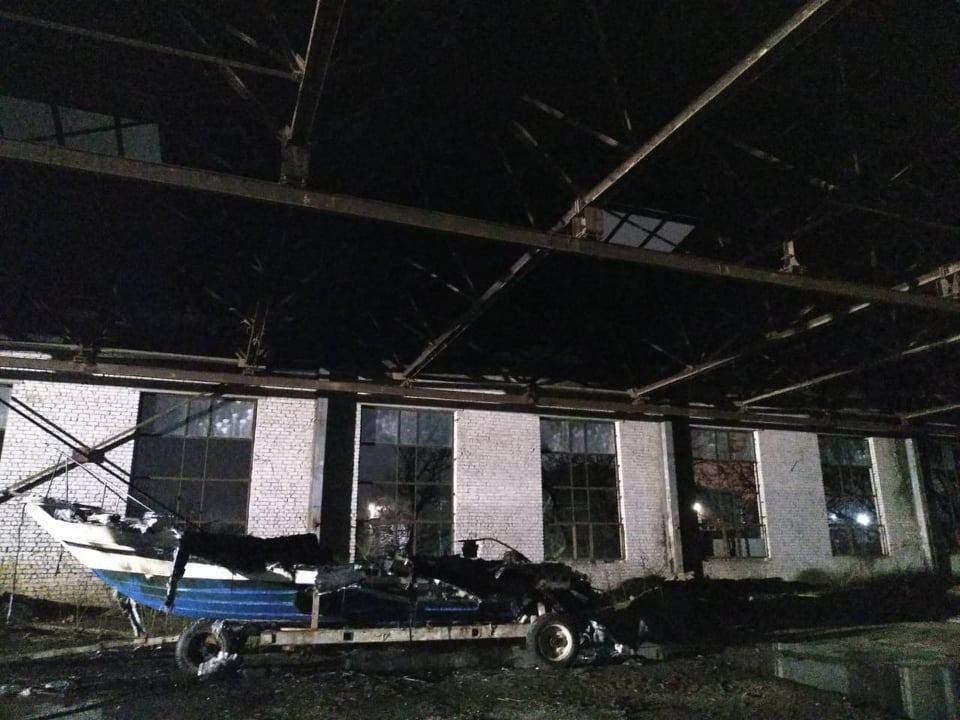 Ночью в Варваровке сгорели катер и шины (ФОТО) 9