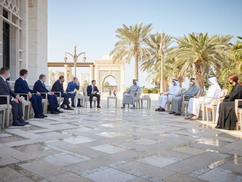 Зеленский обсудил с наследным принцем Абу-Даби увеличение товарооборота с ОАЭ и сотрудничество в сферах энергетики и инфраструктуры