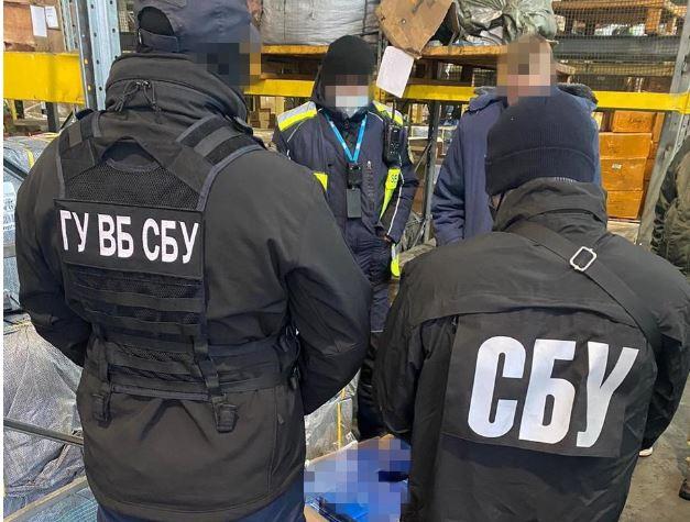 В Борисполе задержали 10 тонн контрабандных сигарет, канал работает давно (ФОТО, ВИДЕО)