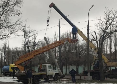 На ул.Космонавтов  демонтировали часть билбордов: мешали строительству троллейбусной линии