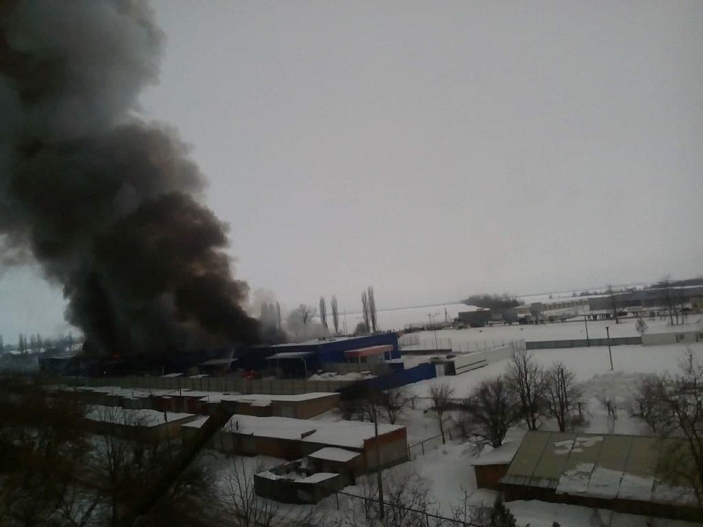 Пожар Эпицентра в Первомайске. Одно крыло рухнуло, подозревают поджог (ФОТО) 3