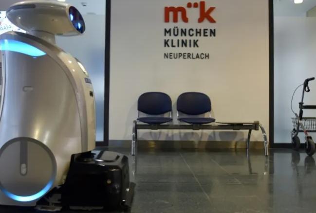 Робот-уборщик стал лучшим другом для больных в карантинном госпитале