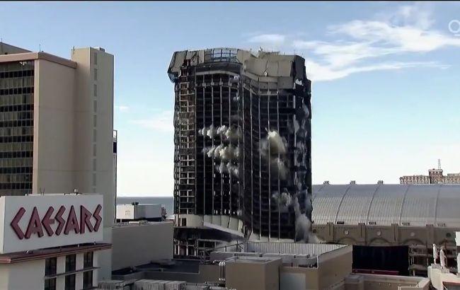"""""""Сокрушительный конец правления"""", – в США взорвали здание Trump Plaza (ВИДЕО)"""