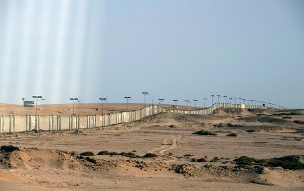 У каждой страны своя стена. В Египте вокруг Шарм-эль-Шейх построили 36-километровый бетонный забор с колючей проволокой (ВИДЕО)