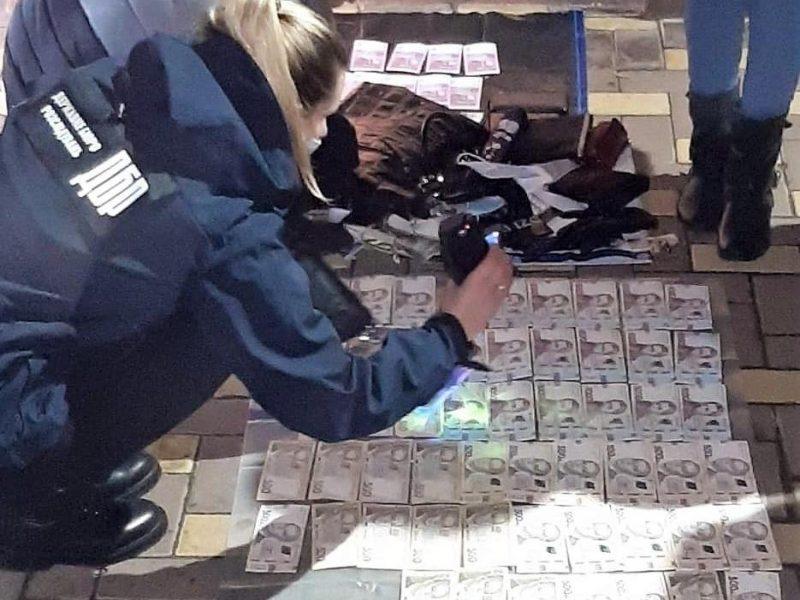 «Откаты» за премии – в Николаеве задержали главного бухгалтера и кассира Главного управления Нацполиции в области (ФОТО)
