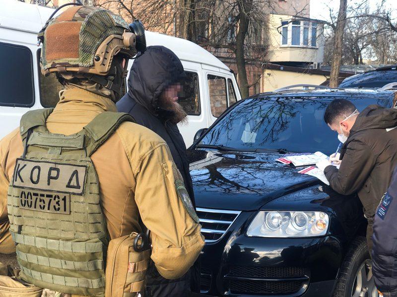 В Николаеве задержали «друга авторитета» и его подельника — оба были в розыске за угон (ФОТО, ВИДЕО)